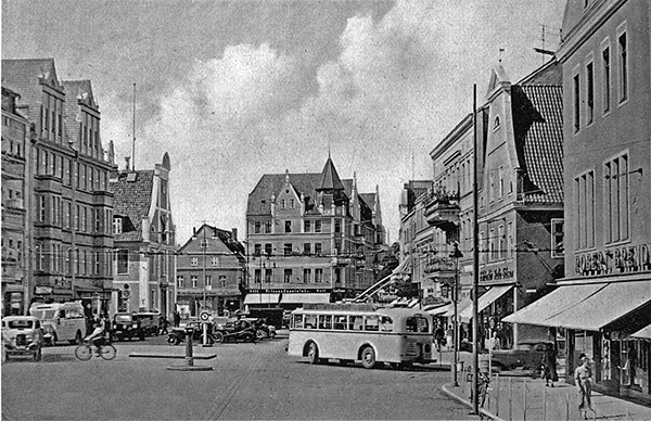Insterburg_Alter_Markt and trolleybus