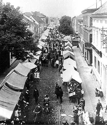 ЛОшадиный рынок в Велау Nach dem Pferdemarkt der Krammarkt