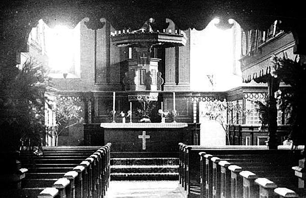 Kanzelaltar der Kirche Gross Engelau