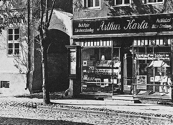 Wehlau, Marktplatz Westseite, Papierwaren Arthur Karla