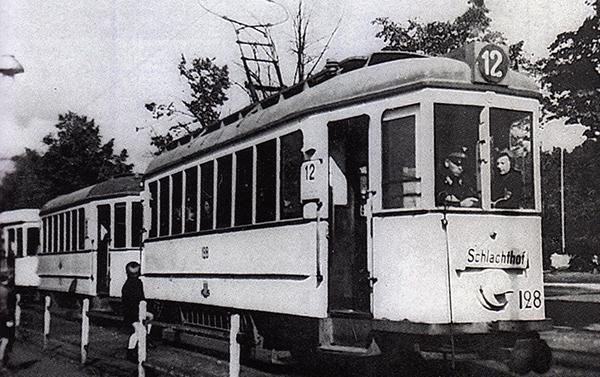 Кенигсбергский трамвай на конечной остановке линии 12