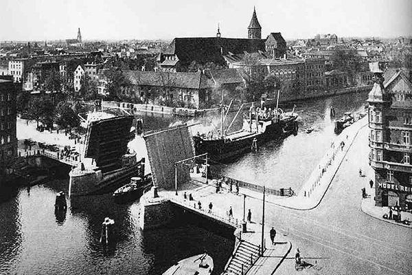 Koenigsberg Blick auf die Dominsel und Holz Brucke