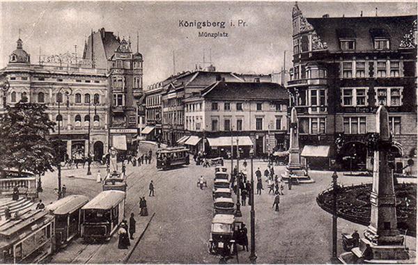 Koenigsberg Munzplatz mit Strassenbahnen