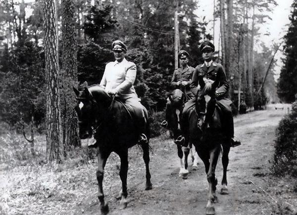 Herman Goering_Hans Jeschonnek_Oberkommandos der Luftwaffe im Wald bei Goldap_Juli 1941