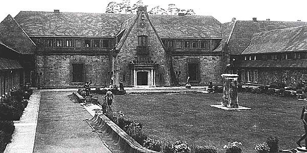 Carinhall Innenhof
