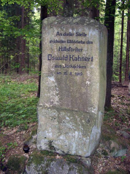 Памятный камень на месте гибели лесничего Освальда Канерта