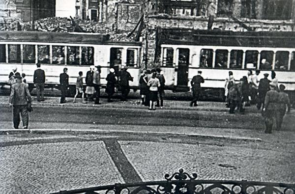 Kaiser-Wilhelm-Platz 1945