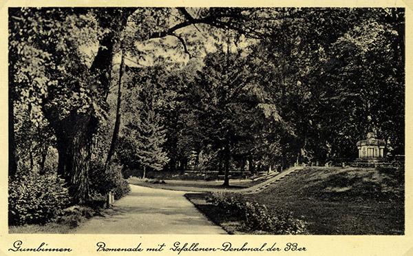 Promenade mit Denkmal Roon Fus.