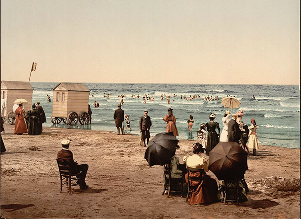 beach with bathing machines
