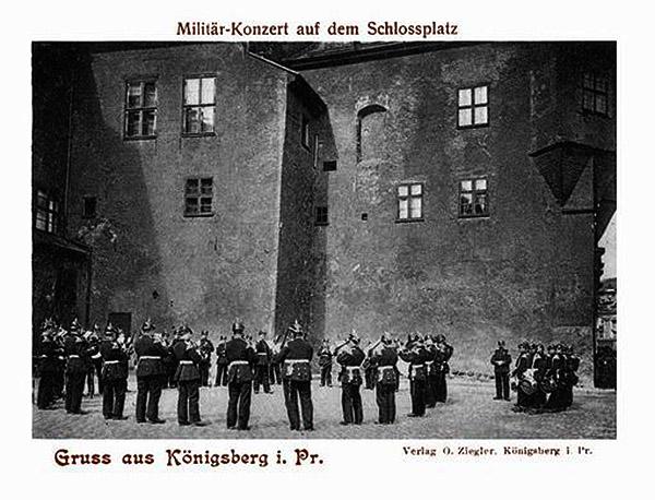Koenigsberg Schlossplatz Militar Konzert
