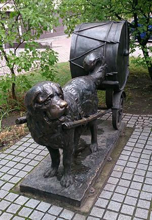 Paukenhund denkmal Kaliningrad 2015