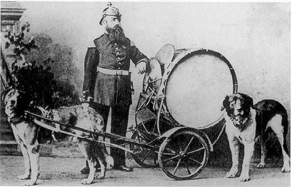 Trommler und Trommelwagen mit Pascha und Sultan um 1874