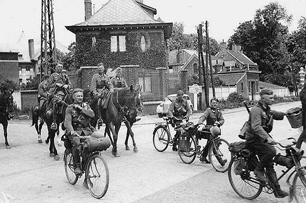 German bicycle troops and cavalry