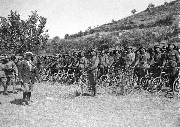 Mussolini bersaglieri ciclista 1933