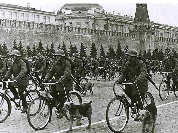 Parade on Red square, Moscow, May 1, 1938 самокатные подразделения
