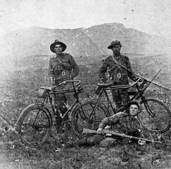 Three british soldiers 1902