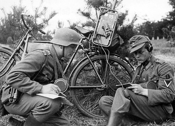 WWII bicycle radio station