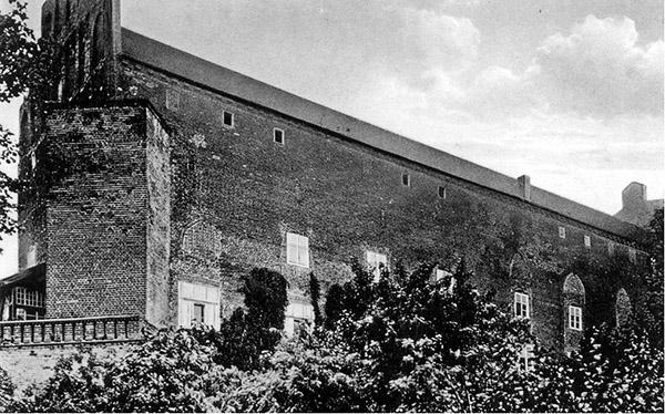 barten-ostflugel-1932 замок Барцяны