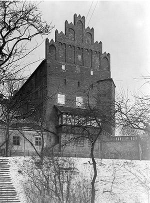 barten-schloss-der-sudgiebel-des-ostflugels-mit-freitreppe-1938