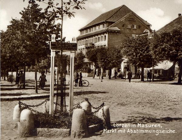 lotzen-markt-mit-abstimmungseiche-1920-1925