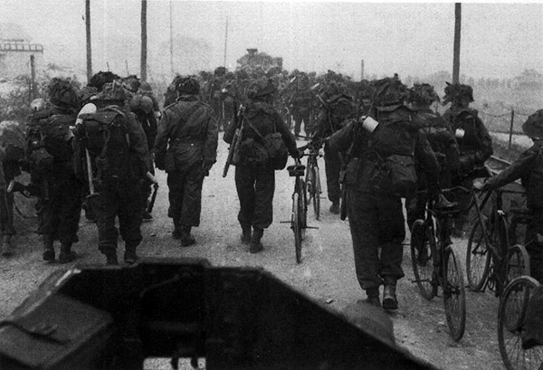 2nd East Yorkshire Battalion moving towards Colleville-sur-Mer. D-Day 1944 June 6