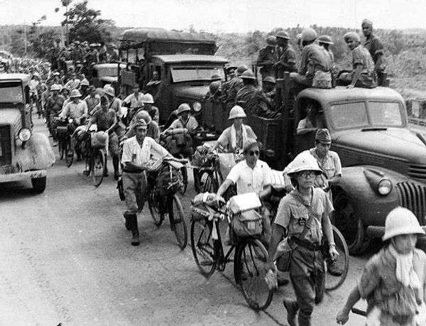 5th Indian Division watch disarmed Japanese soldiers leave the city of Singapore 1945