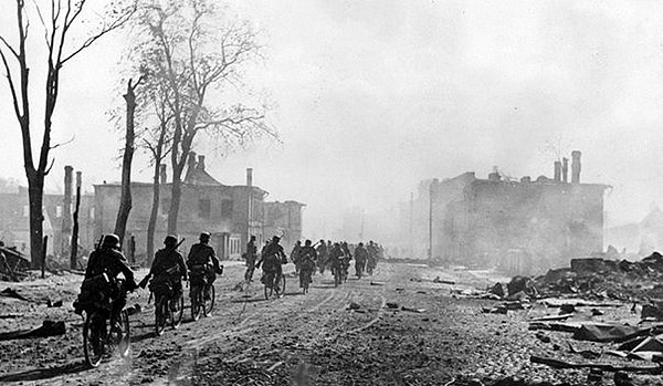 A column of German cyclists enters captured Novgorod August 1941
