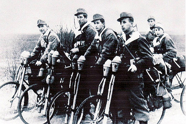 wehrmacht panzer destroyer cycling gruppe in Breslau March 1945